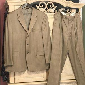 Andrew Fezza Mens Suit Size 46 R Beige